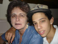 Amin mit Mutter, tolle Kontaktlinse!!!/Amin with his Mom, great contact-lenses!!!