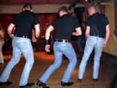 endlich mal Männer mit beweglichen Hüften!/ finally men who know how to move their hips!