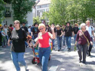alte Mitglieder und Freund/Innen des Clubs liefen auch mit!/ former members and friends of the club were marching with us